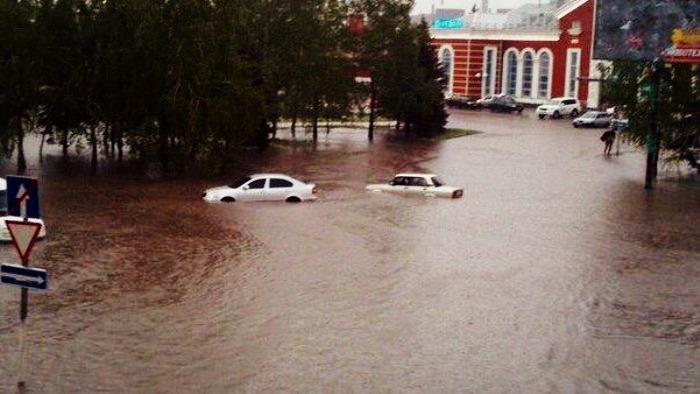 У Краматорську потоп: вулиці повні води (ФОТО)