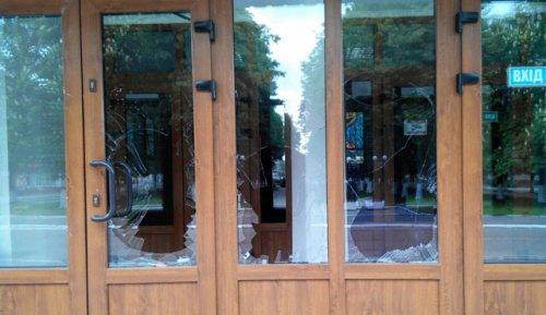 У Червонограді невідомий влаштував погром у міській раді (фото)