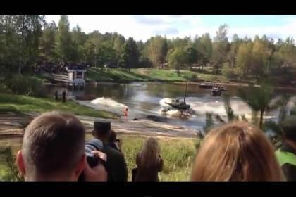 Львівщина: військові танки їздять під водою (ВІДЕО)