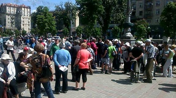 За мітинг під Київрадою платять 10-15 гривень (ФОТО)