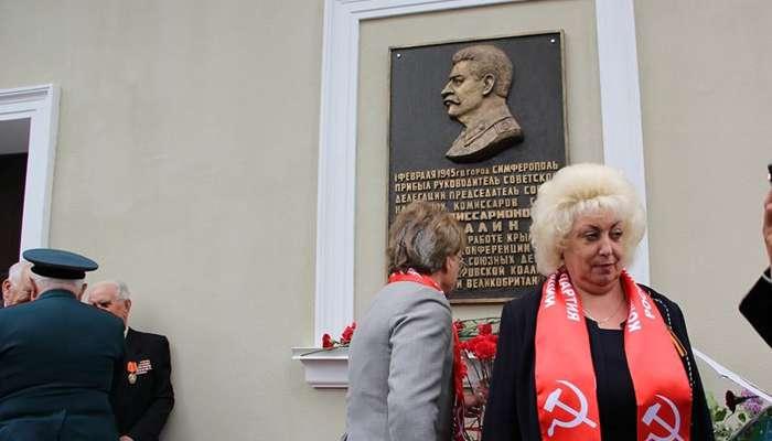 У Сімферополі відкрили пам'ятну дошку Сталіну під крики «Сталін – кат»(ВІДЕО)