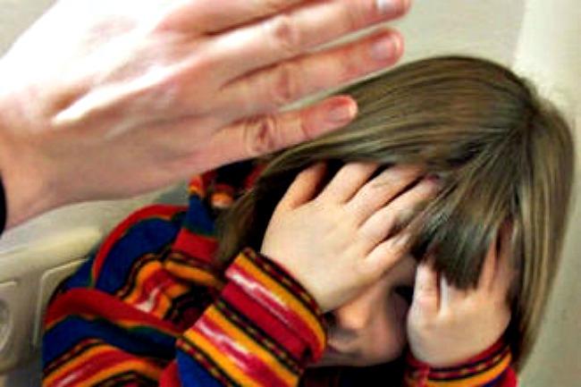 """На Львівщині через жорстокість завідуючої батьки бояться водити дітей в """"садок"""""""