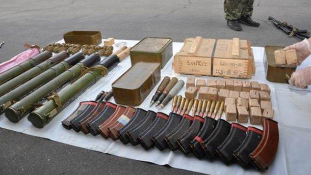 На Дніпропетровщині вилучили зброю та боєприпаси, які вивозили із зони АТО (ФОТО)