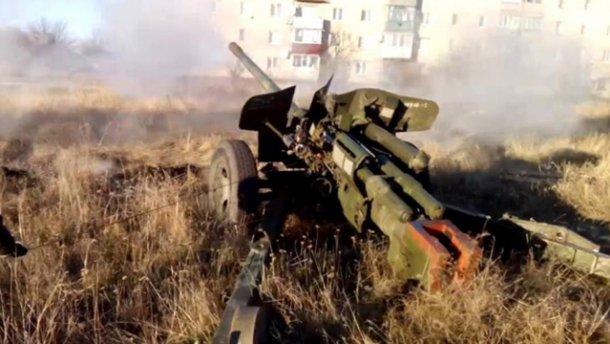 Терористи обстріляли Піски запалювальними боєприпасами