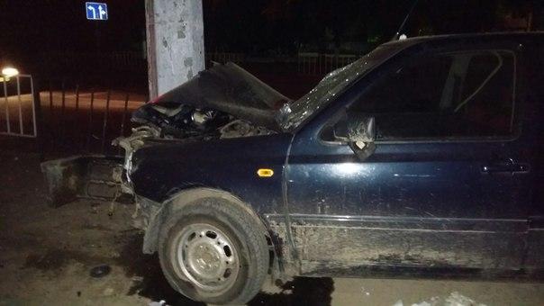 На ул. Зеленая произошло ДТП: водитель авто врезался в столб (ФОТО)