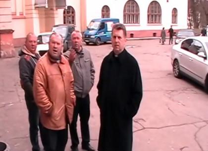 Мер Дублян напав на журналіста та розтрощив камеру (відео)