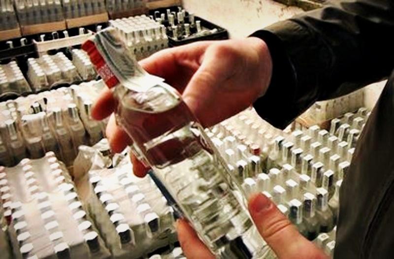 Стрый: активисты разоблачили незаконную продажу самодельного алкоголя