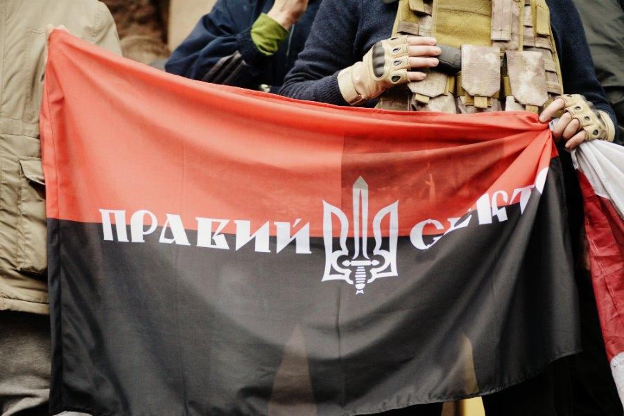 """Радехів: """"Правий сектор"""" """"окупував"""" офіс КПУ"""