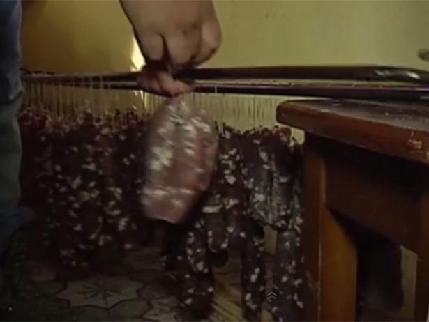 Як Азаров з Білорусі допомагає українській армії завдяки ковбасі (ВІДЕО)