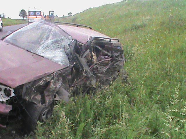 На Львівщині трапилась жахлива ДТП: загинули жінка-водій та пасажир (ВІДЕО 18+)