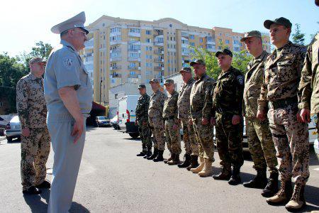 Львовские инспекторы ГАИ отправились в зону АТО