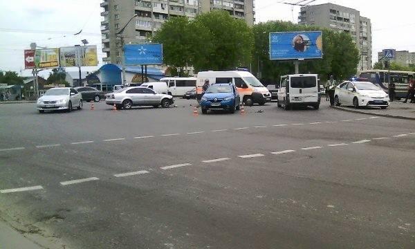 Во Львове на перекрестке ул. Стрыйская-Научная маштабное ДТП (ФОТО)