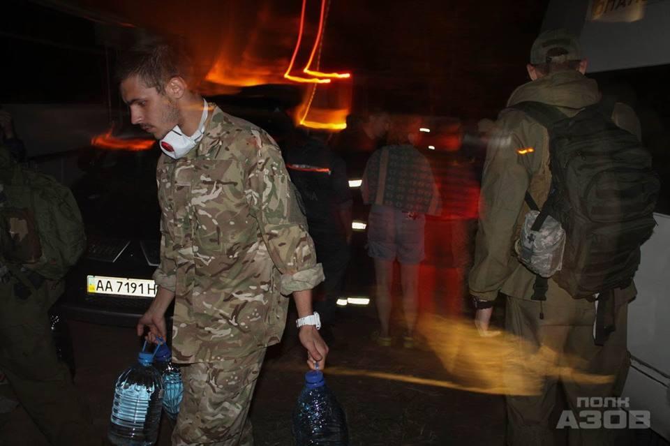 """Як """"Азов"""" героїчно ліквідує жахливу пожежу на Київщині (ФОТО, ВІДЕО)"""