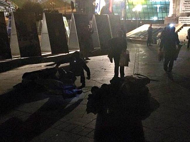 """Як """"зачищали"""" Майдан: розбиті намети і арешт організатора (відео)"""