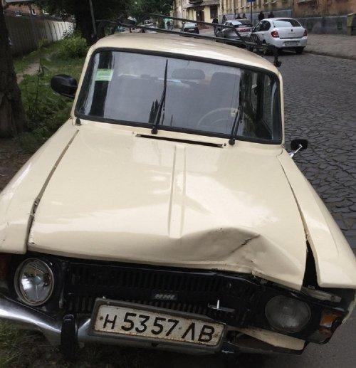 У Львові винуватець масової ДТП втік з місця події, залишивши автомобіль