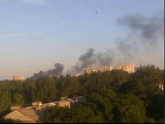 В центре Донецка вспыхнул сильный пожар: опубликованы фото