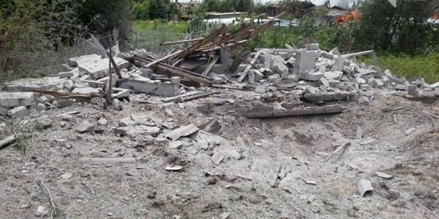 Вночі бойовики майже безперервно обстрілювали Станицю Луганську – загинула мирна мешканка