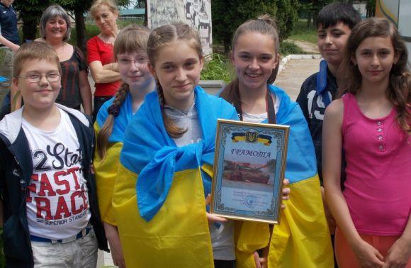 Школярам зі Львівщини, які зібрали 26,7 тис. на ремонт БТРа, віддячили екскурсією полігоном