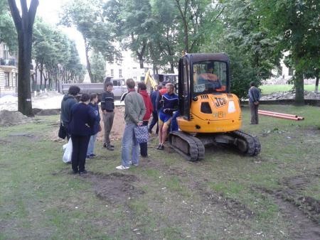 Активісти не погоджуються на ремонтні роботи в межах скверу св. Юра