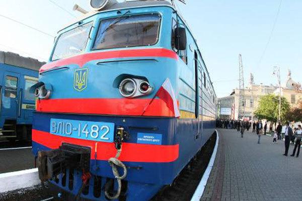 Через крадіжку кабелю на Львівській залізниці затримали 9 поїздів