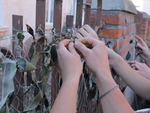 У храмах Золочева плетуть захисні сітки для АТО