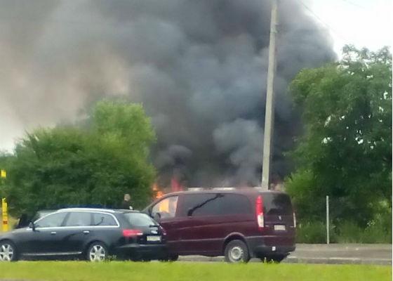 У Львові посеред білого дня цигани спалили магазин (фото)
