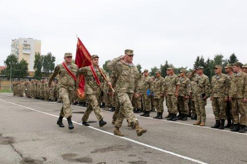 Родственникам павших десантников во Львове вручили ордена
