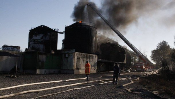 Пожар под Киевом: один резервуар продолжает гореть