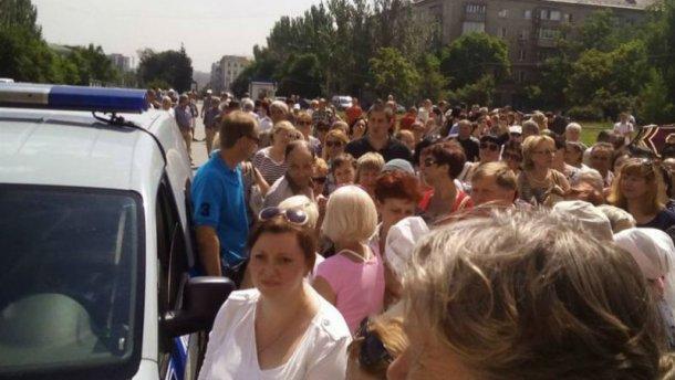 У Донецьку розлючені мітингувальники змусили Захарченка подзвонити Порошенку (відео)