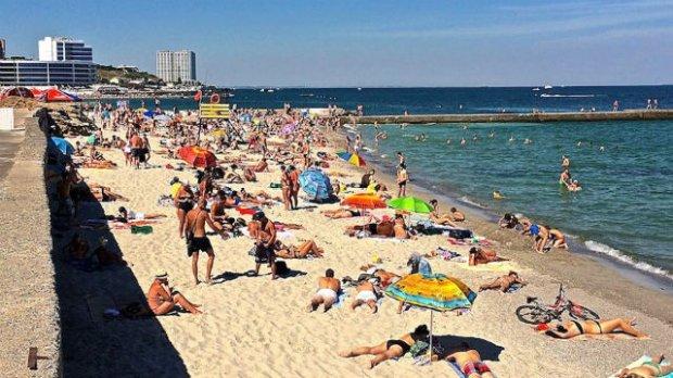 В Одессе переполненные пляжи, большинство отелей заняты (фото)