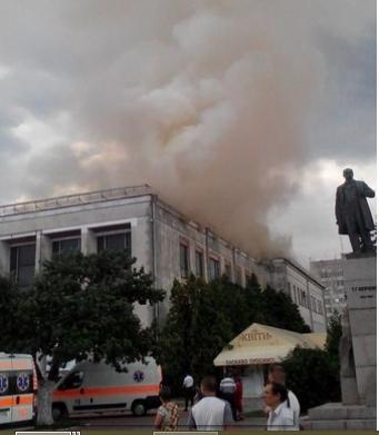 У центрі Черкас палає драматичний театр (ФОТО, ВІДЕО)