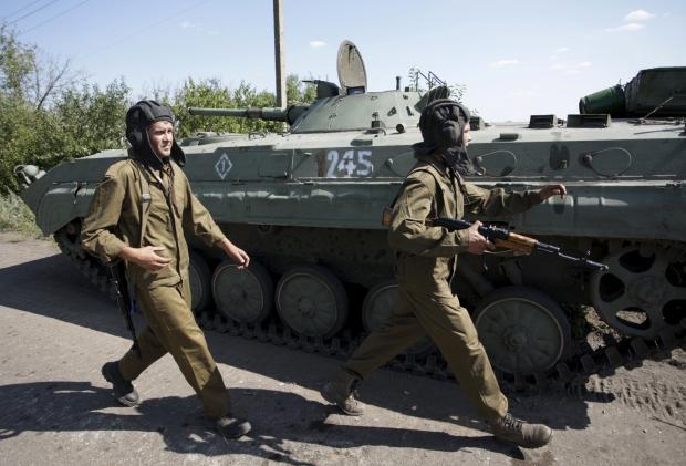 На Донетчине террористы расстреляли из артиллерии машину: тяжело ранены две женщины