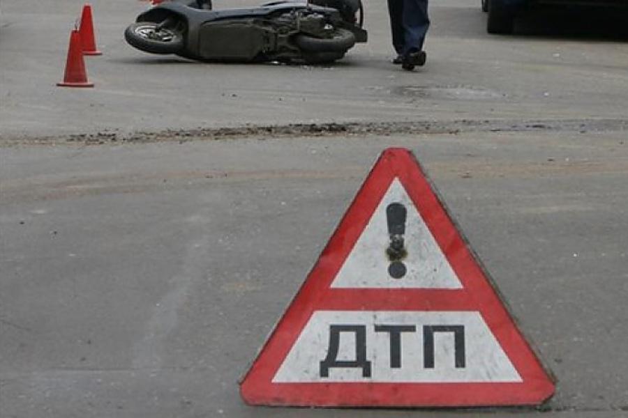 На Львівщині через підлітків водій і пасажирка мопеда потрапили в реанімацію