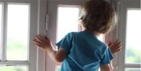 У Новояворівську 6-річна дитина розбилася, випавши з вікна 8 поверху