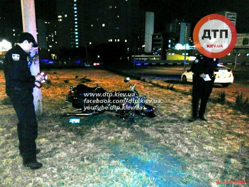 Розгублені і без жилетів: перше серйозне ДТП в Києві поставило нову поліцію в глухий кут (ФОТО)