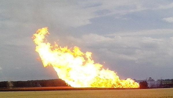 Террористы обстреляли Станицу Луганскую: перебито газопровод, загорелись дома