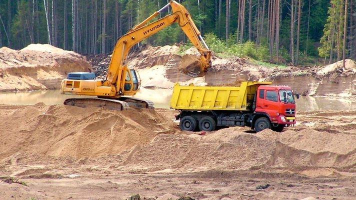 В Золочівському районі припинили незаконний видобуток піску на піщаному кар'єрі