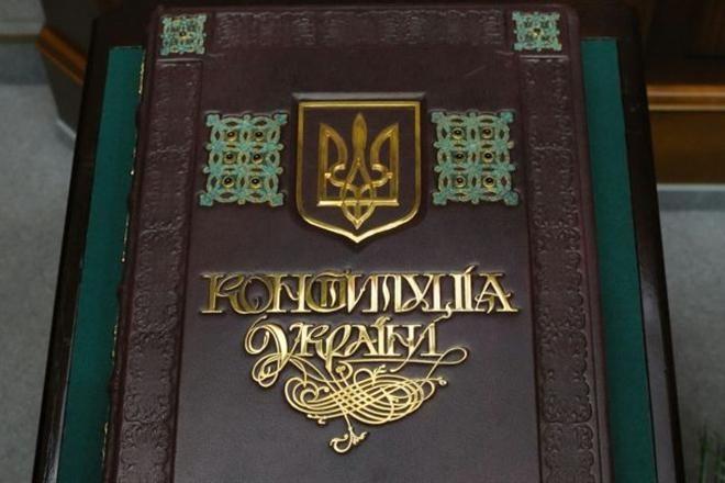 Порошенко заявляет, что готов уже сегодня передать изменения к Конституции в Раду