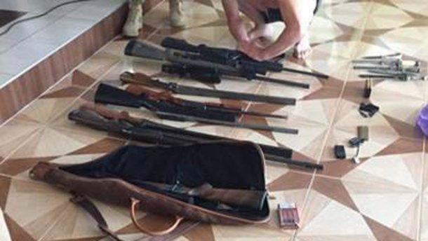 Перестрілка в Мукачеві: у людей Ланьо вилучені зброя і гранати (фото)