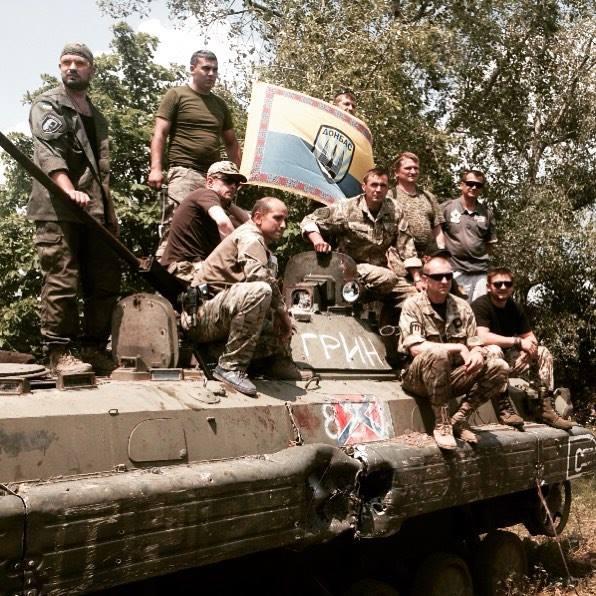 """Бійці """"Донбасу"""" захопили російську БМП і дали їй ім'я загиблого бійця """"Правого сектора"""" (ФОТО)"""
