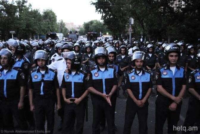 Поліція оточила центральну площу Єревана