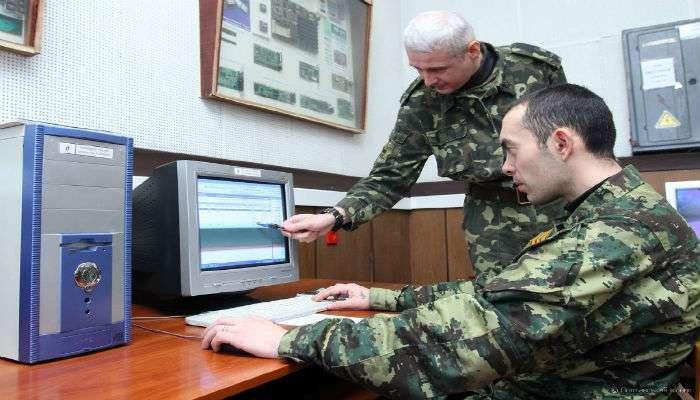 Порошенко поздравил войска связистов с профессиональным праздником