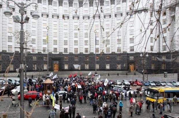 Вулицю Грушевського перекрили: перед Кабміном одразу два мітинги