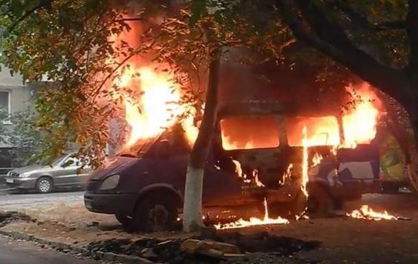 В Ужгороді згоріли мікроавтобус і дві машини (ФОТО, ВІДЕО)