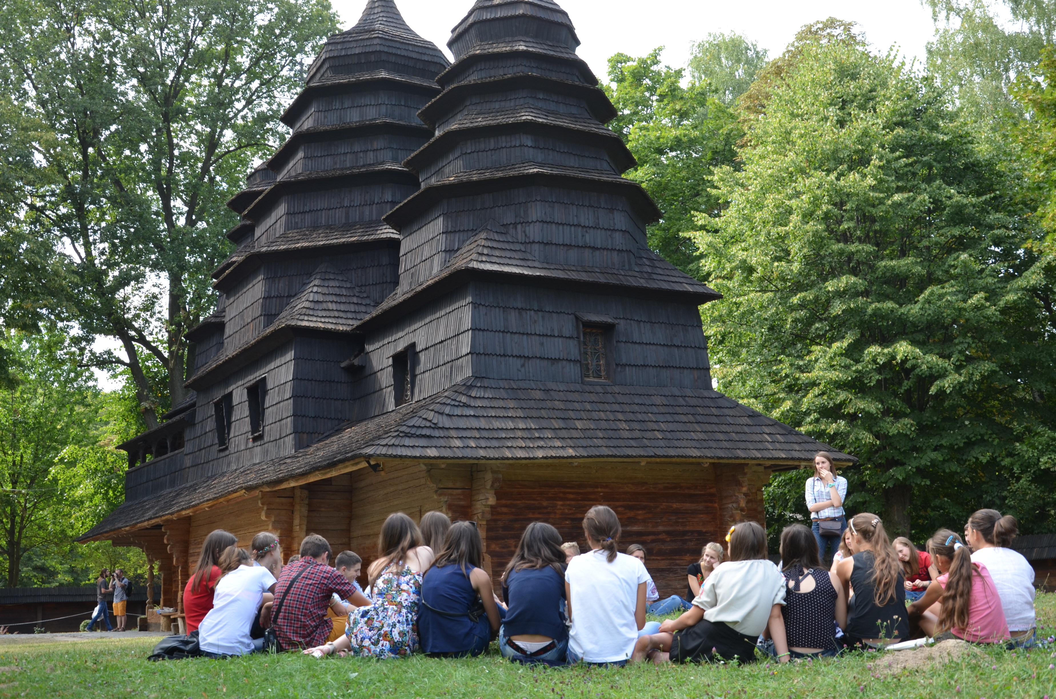 Маріупольські школярі відзначають День Незалежності у Львові