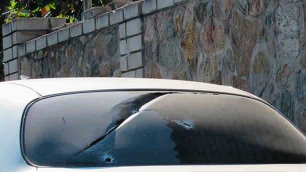 У Запоріжжі з автомата розстріляли автомобіль (ФОТО)