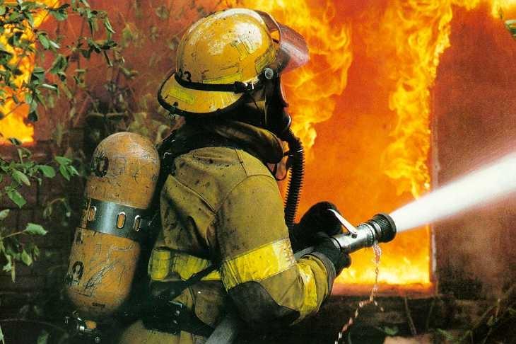 9 рятувальників гасили пожежу в 2 будинках під Львовом