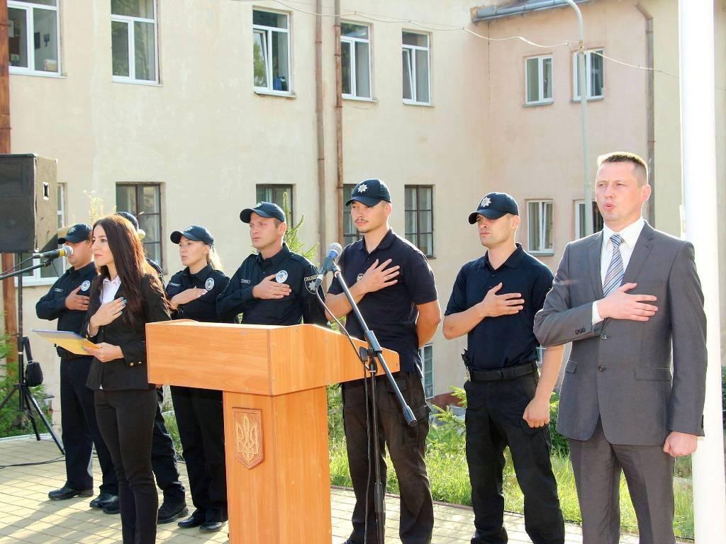 Во Львове слушателям курсов патрульной службы вручили свидетельства о завершении обучения (ФОТО)