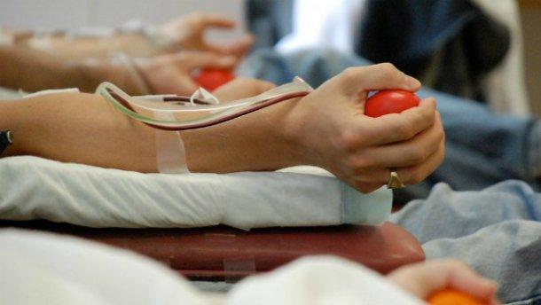 Терміново потрібна кров: донорів чекають у Київському військовому госпіталі