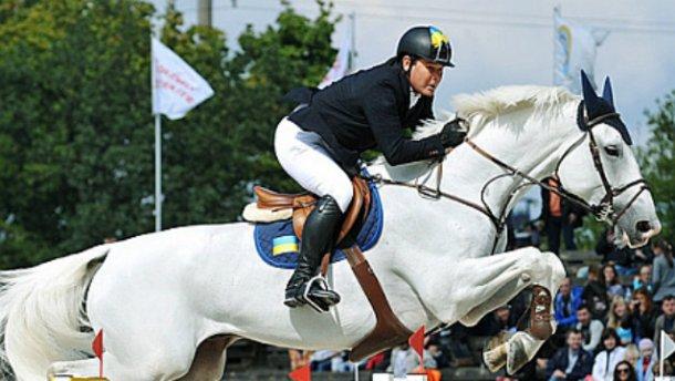 Нардеп Онищенко звалився з коня і травмувався